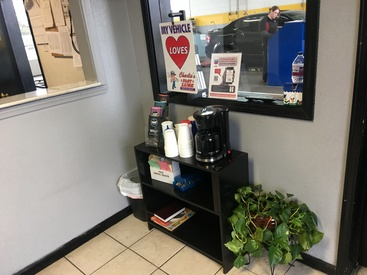 Charlie's Fast Lube Oil Change Center