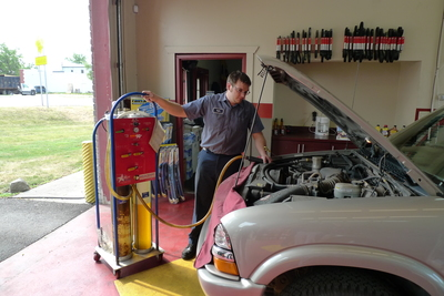 Oil Exchange Service Technician Walled Lake, Michigan
