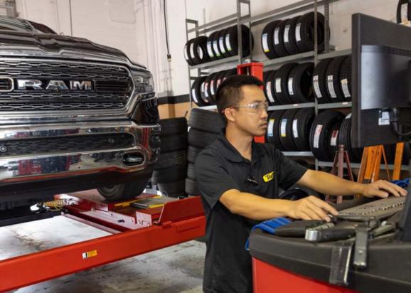 Tuffy Clermont Technician: Clermont, Florida Auto Repair